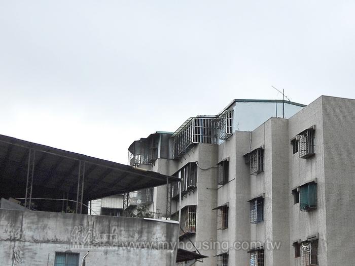 頂樓加蓋沒門窗牆壁 免納房屋稅