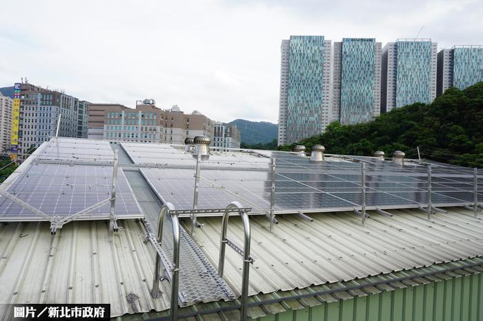 下雨聲音太吵 裝太陽能板省電又防噪