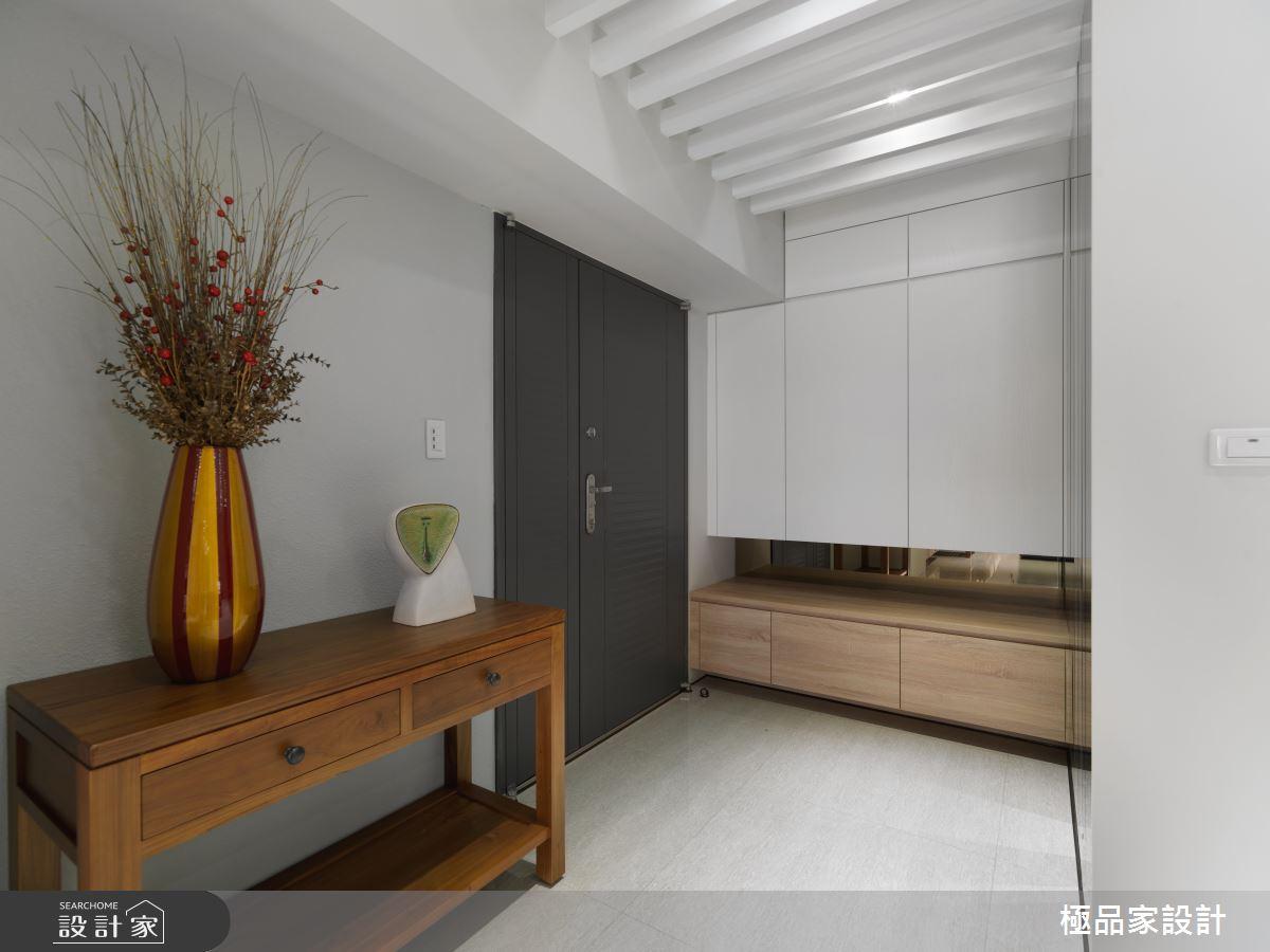 黑白時尚混搭溫暖木意,打造老屋...