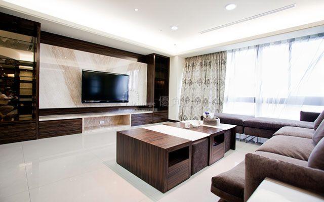 客廳的帝諾大理石電視牆