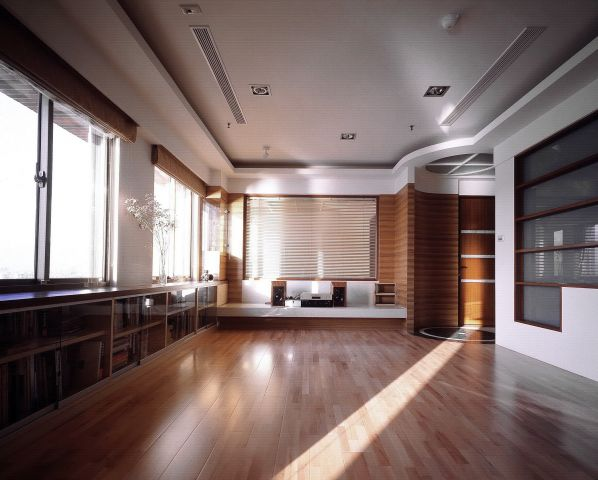 主牆玻璃與後方臥室視線穿透聯結