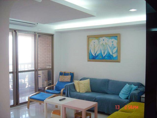 大廳以多彩方式呈現,為生活帶來活潑感。