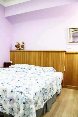 主臥室床頭牆