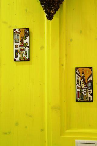 玄關展示櫃側面吊掛波蘭手做磁磚