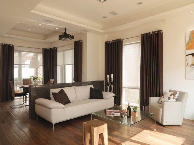 因著屋主對簡約風格的偏愛,因此大廳經由平面與立面素材呈現並營造出雅致大器感的風貌。